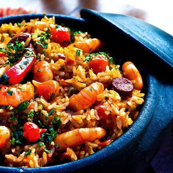 Hạn chế ăn các thức ăn làm tăng rối loạn mỡ máu gây xơ vữa động mạch. Đó là các thức ăn chứa nhiều cholesterol, mỡ bão hòa và mỡ trans.