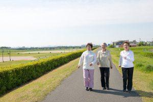 Đi bộ – Hoạt động đơn giản và hữu ích cho người tăng huyết áp