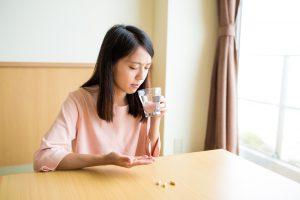 Quan niệm 3: Dùng thực phẩm chức năng thì không cần uống thuốc theo toa nữa.