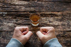 Nguy cơ tái nghiện rượu bia ở người tăng huyết áp và cách đề phòng