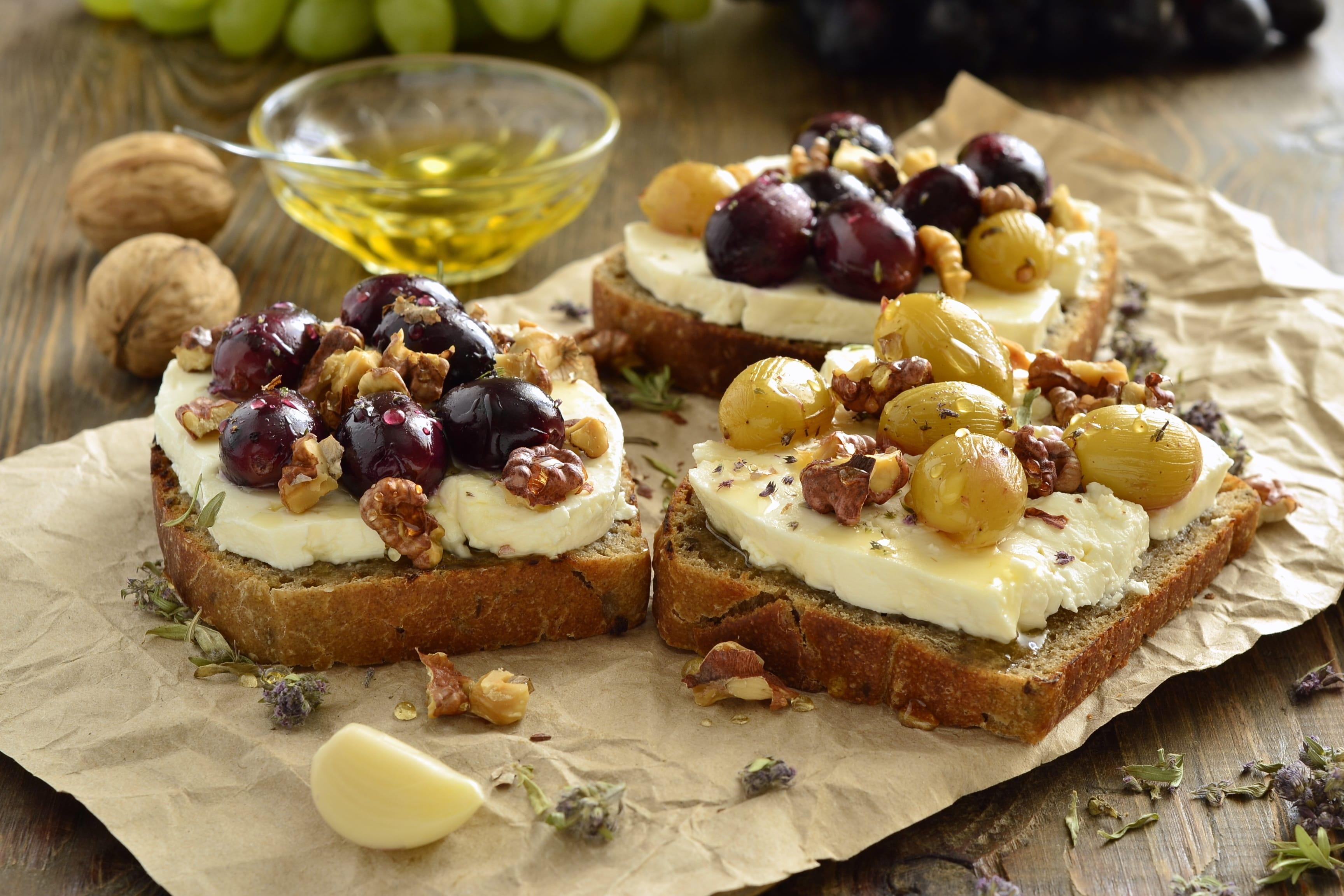 Tăng huyết áp nên ăn gì - Bánh mì Crostini